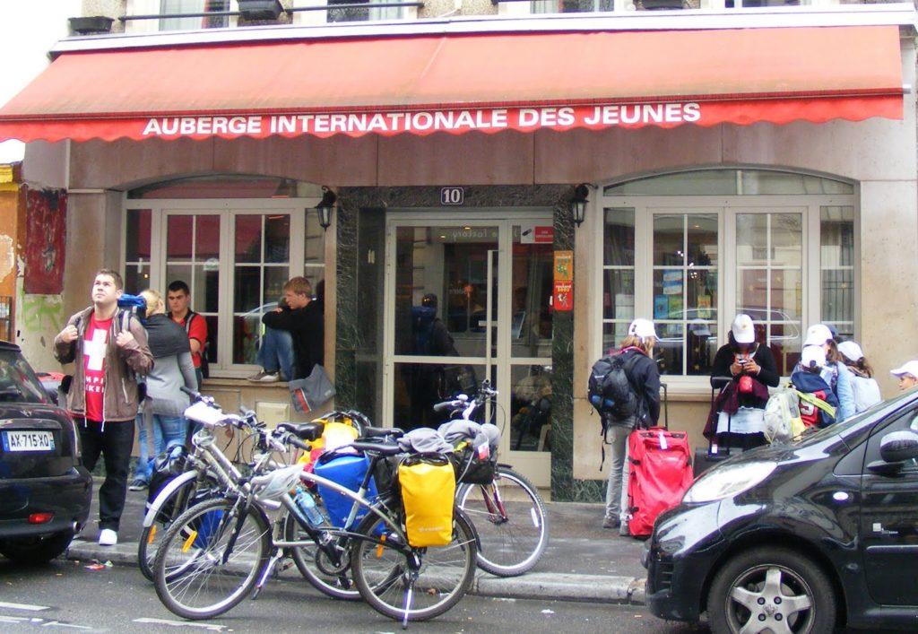 hostel w Paryżu